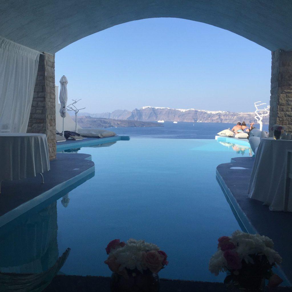 Santorin l 39 le superbe des cyclades for Hotel santorin piscine privee