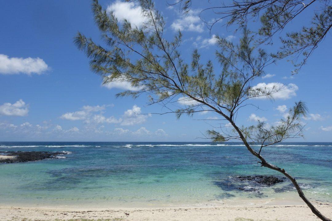 les-exploratrices-maurice-cote-est-plage-filaos