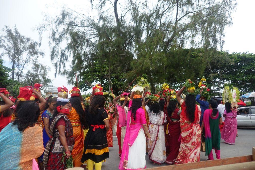 les-exploratrices-maurice-le-bouchon-fete-hindou-saris