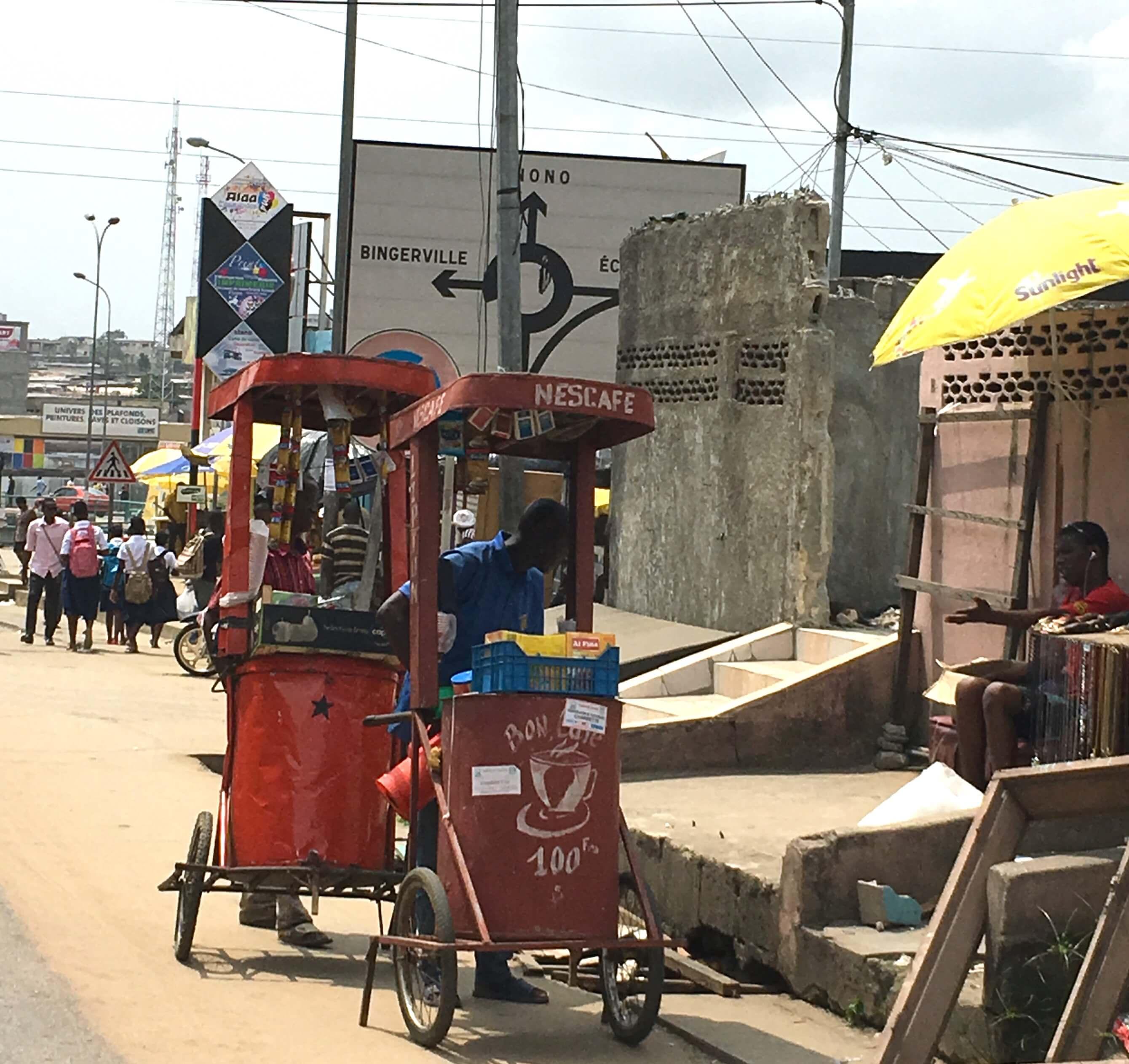 quand-partir-en-cote-d'ivoire-vendeur-cafe