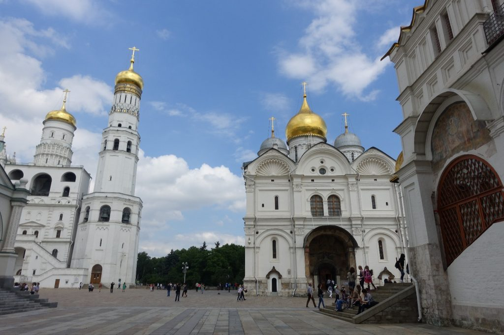 les-exploratrices-moscou-russie-fanny-place-cathedrales-kremlin