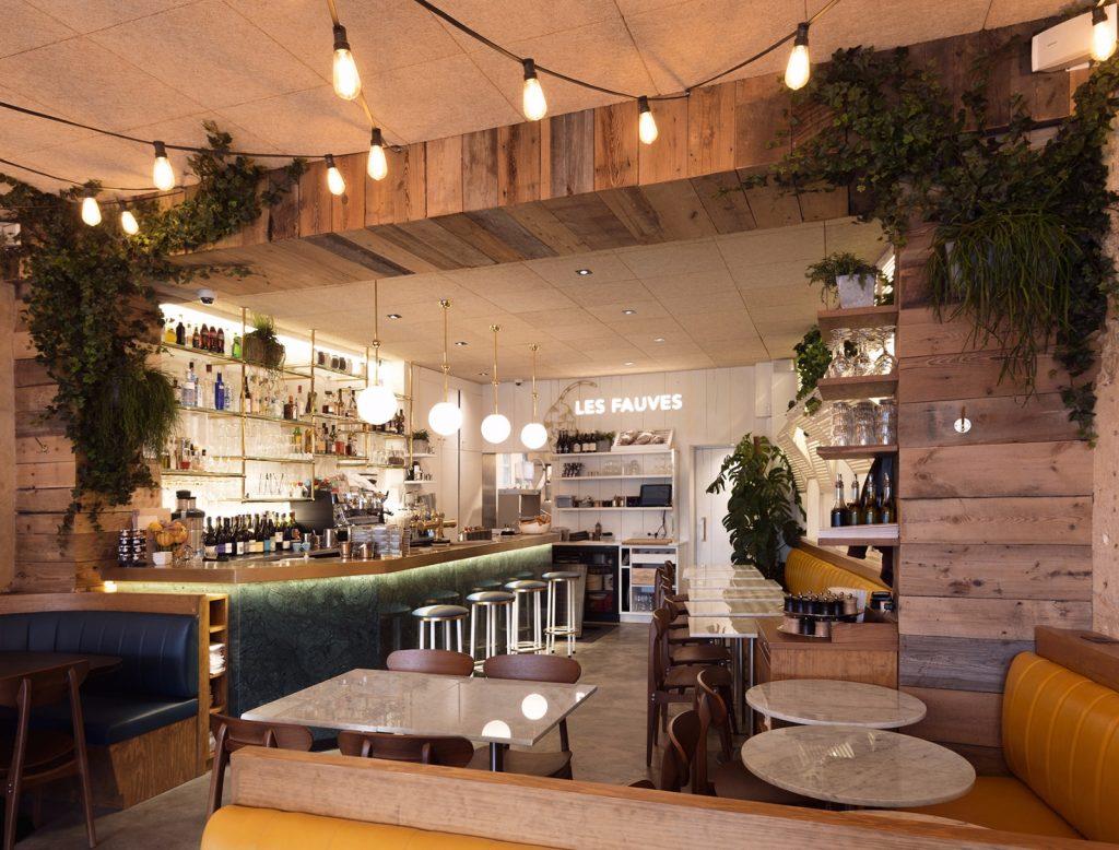 les-exploratrices-restaurant-les-fauves-montparnasse-interieur-vide