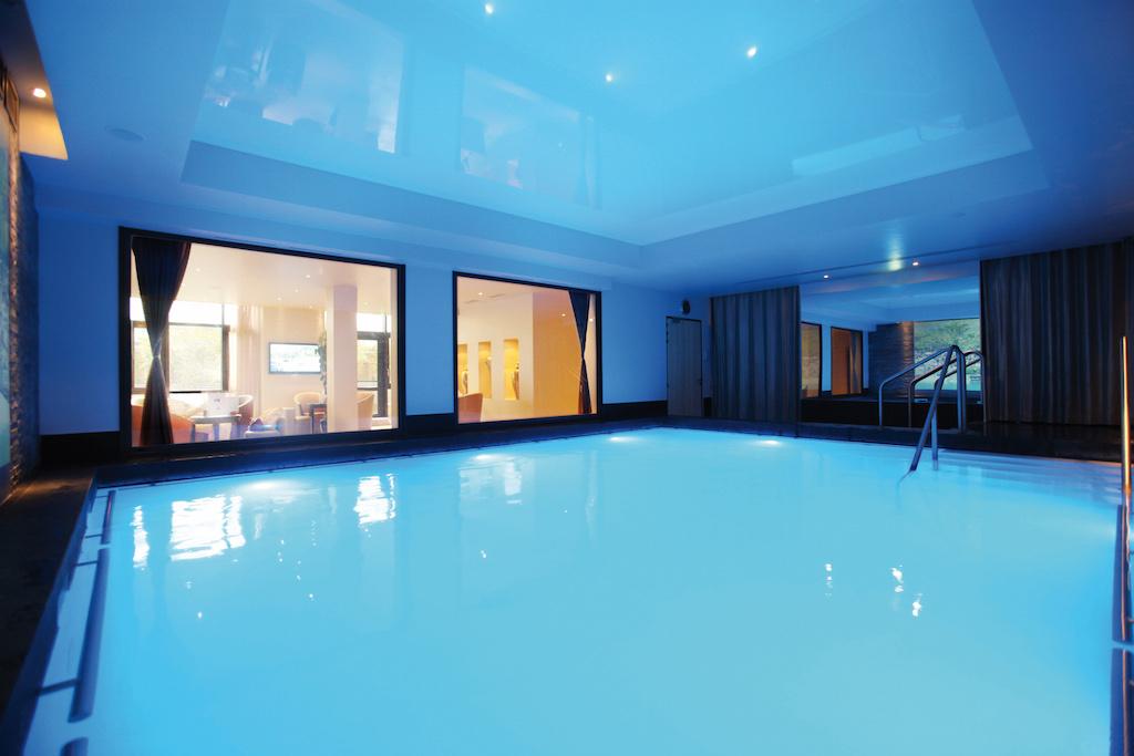 villa-thalgo-piscine-restauration-les-exploratrices-bien-etre-spa-detente-paris