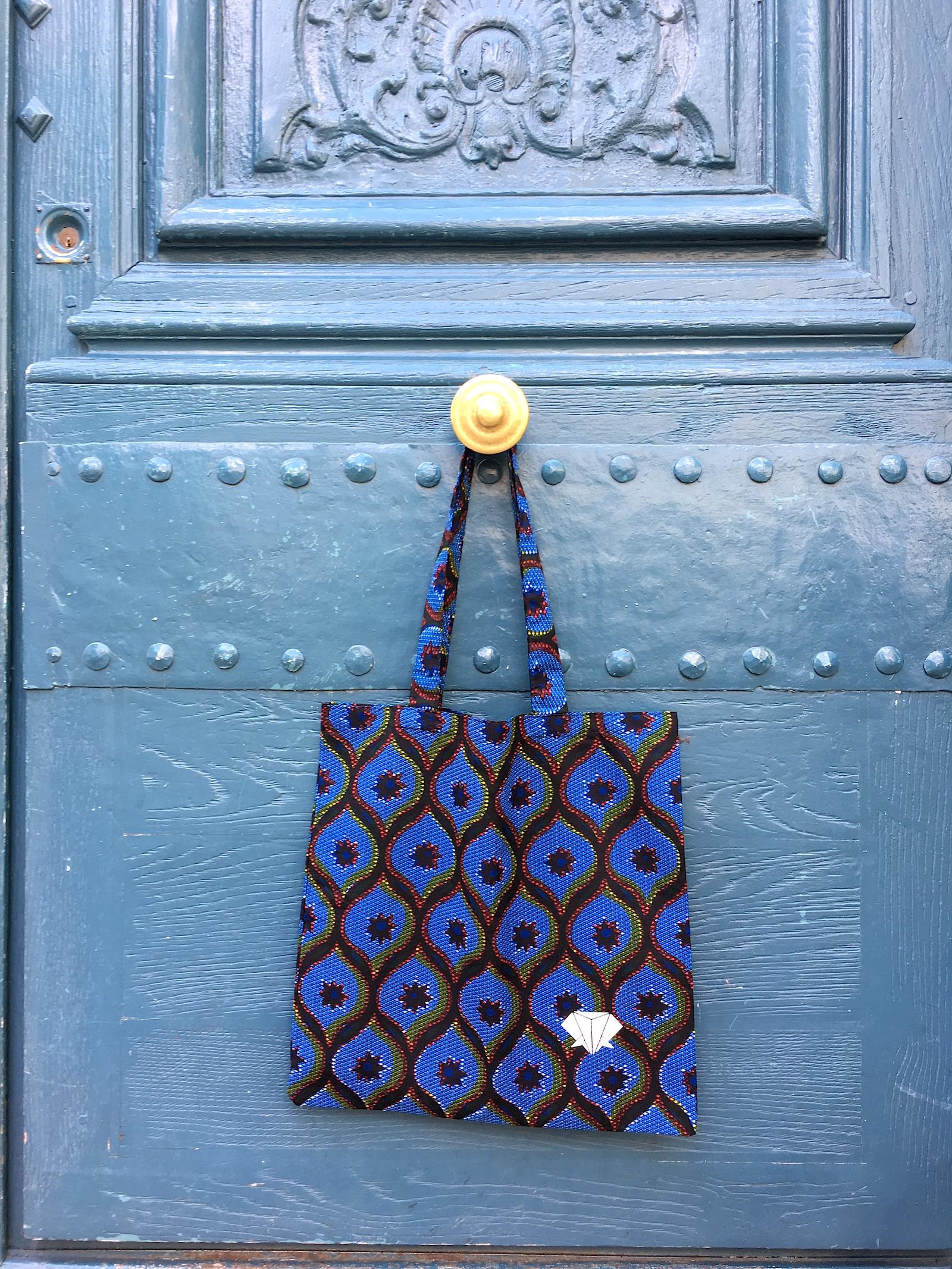 amwp-wax-totebag-congres-bleu-tissu-africain-accessoire-urbain