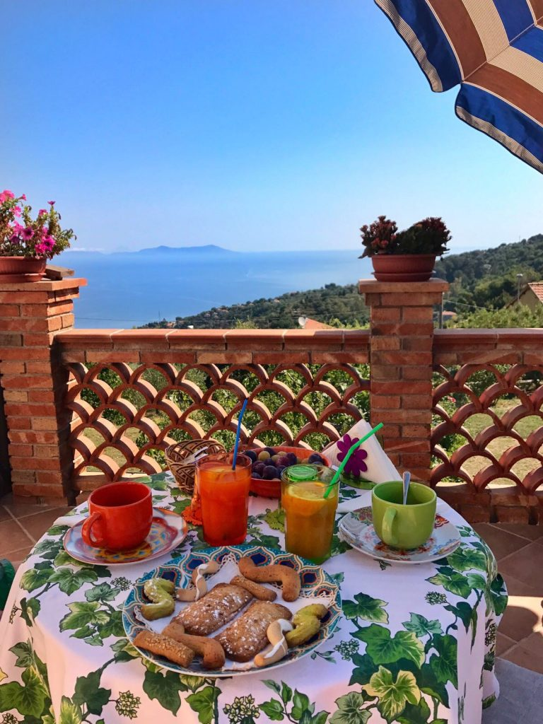 les-exploratrices-roadtrip-en-sicile-capo-dorlando-sicilian-breakfast