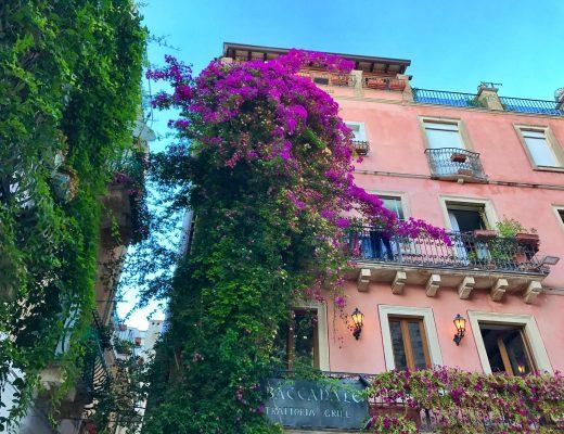 les-exploratrices-roadtrip-taormina-facade-coloree