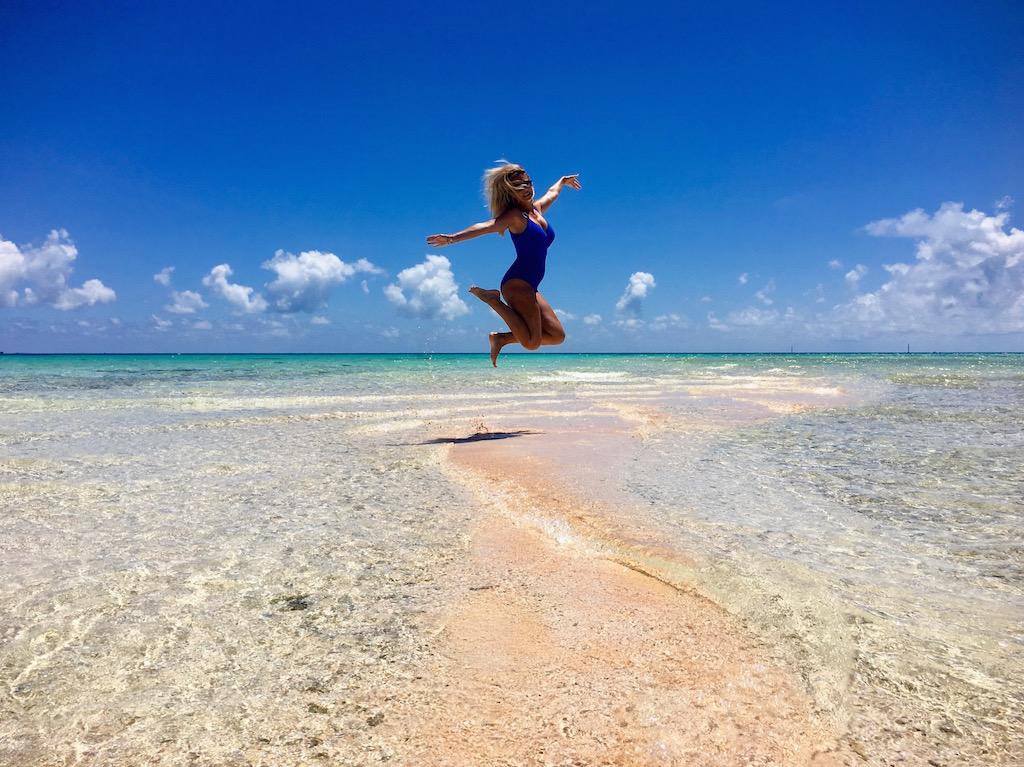 tikehau-saut-plage-sable-rose-les-exploratrices