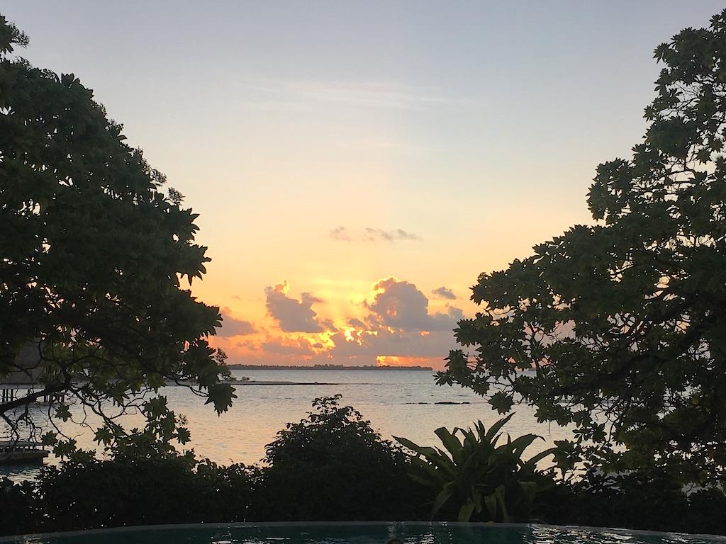 tikehau-sunset-pearl-beach-resort
