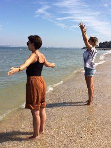 weekend original en Normandie, faire de la sophrologie sur la plage