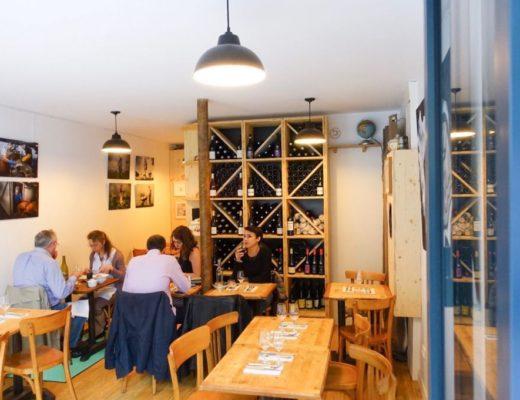 le restaurant grive à Paris a une décoration sobre