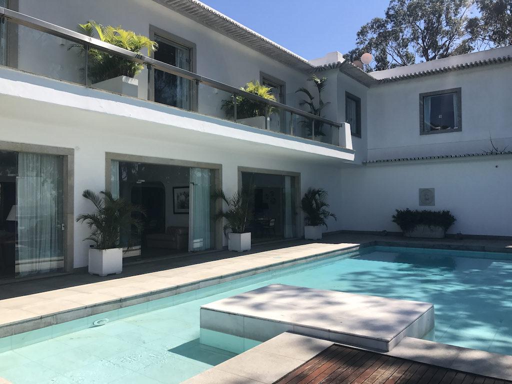 La villa Santa Teresa à Rio et sa piscine