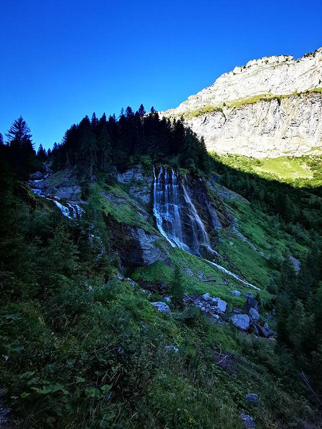 randonnée savoie mont blanc cascade